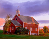 colonial,barn,new,hampshire,new,england