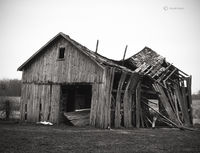 old,swayback,barn,indiana,farm