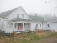 maine,farmhouse,fog