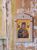lost,masterpiece,rust,belt,stranded,mosaic,in,an,abandoned,church