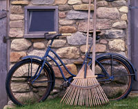 old,bicycle,rake,rhode,island,block,island,barn