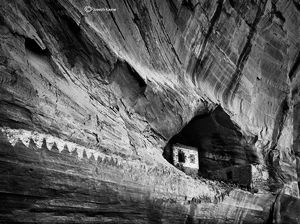 The Black & White Ruin