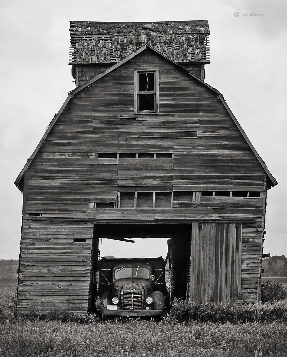 weathered,corn,crib,ohio,leaning, photo
