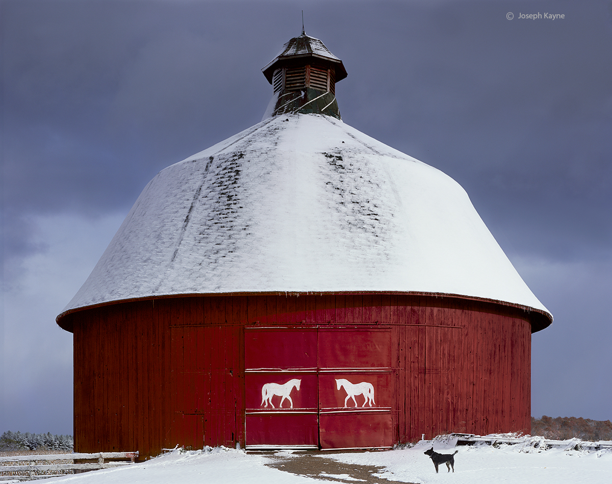 horse,round,barn,michigan,winter, photo