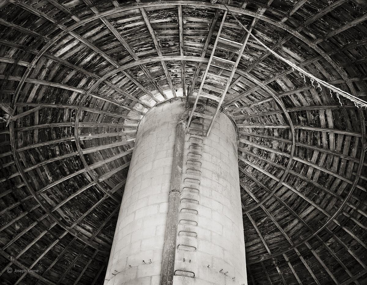 round,barn,interior,illinois, photo