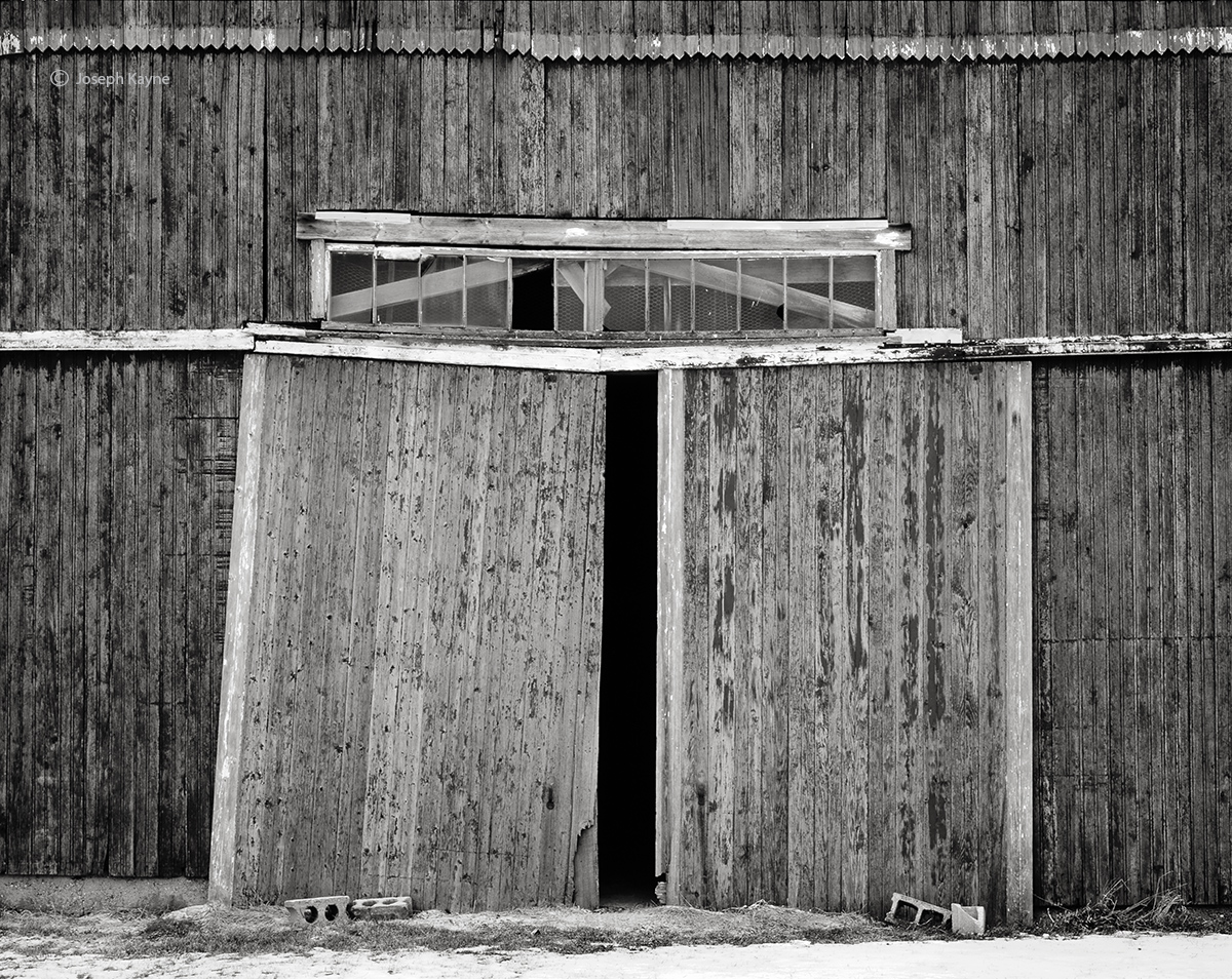 weathered,passage,indiana,barn,doors, photo