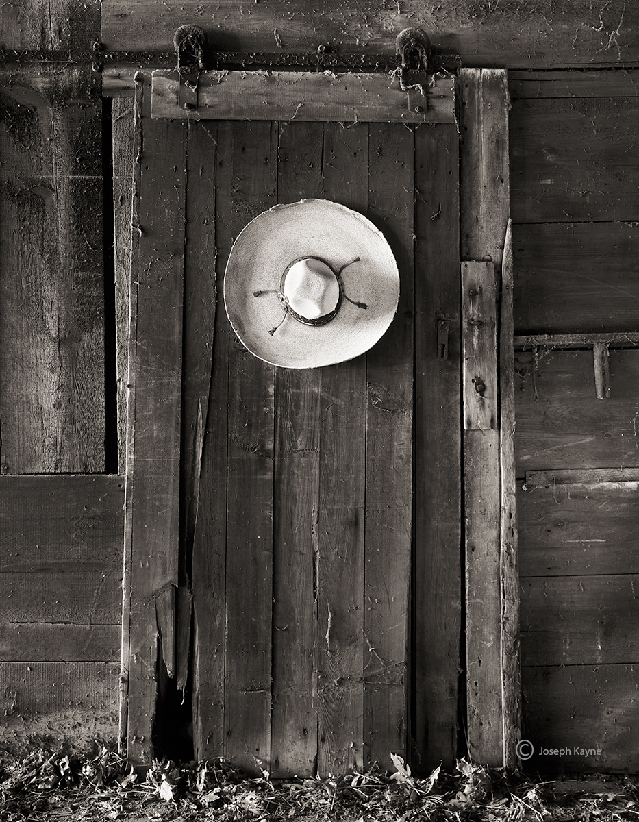 lone,sombrero,new,mexico,barn,interior, photo