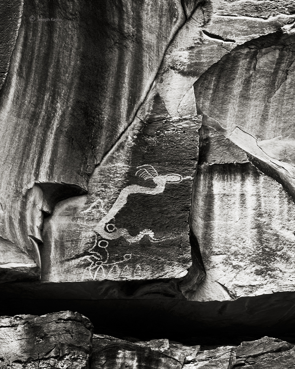 lone,serpent-rock-art-bw, photo