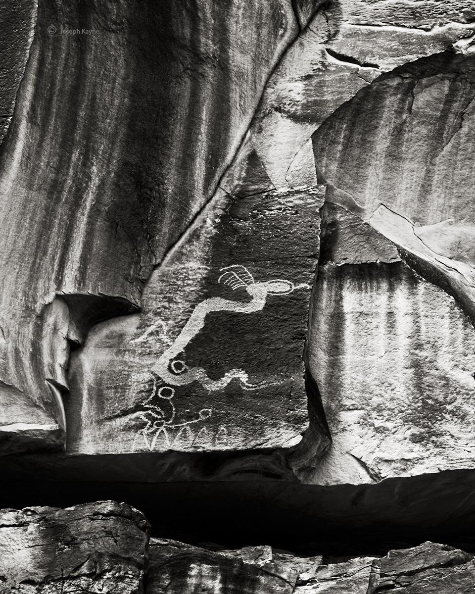 lone,serpent-rock-art-bw, photo
