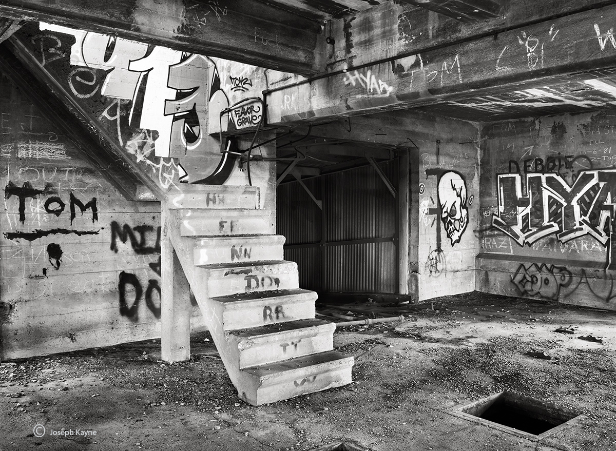 blighted,penthouse,abandoned,building,chicago, photo