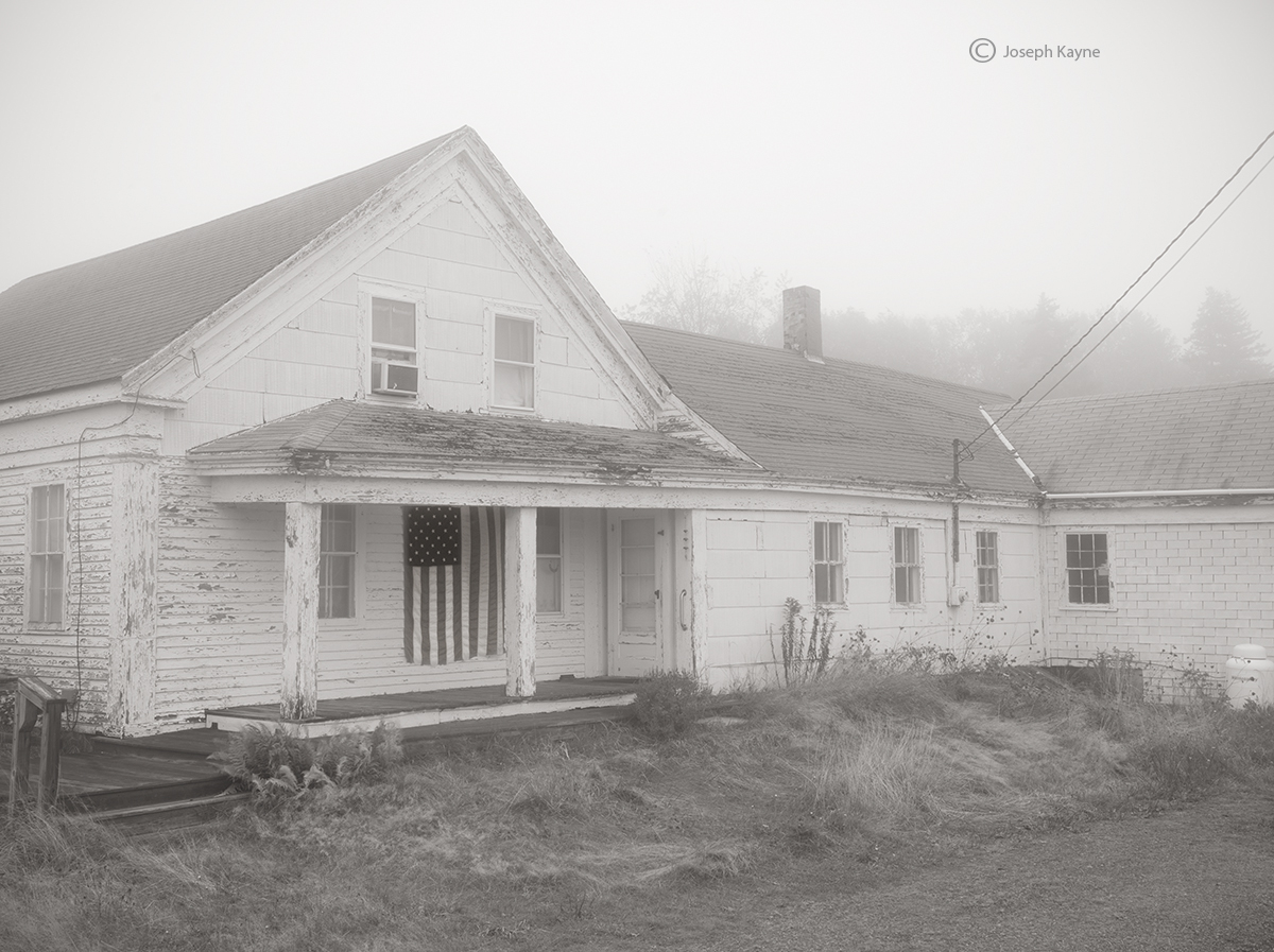 maine,farmhouse,fog, photo