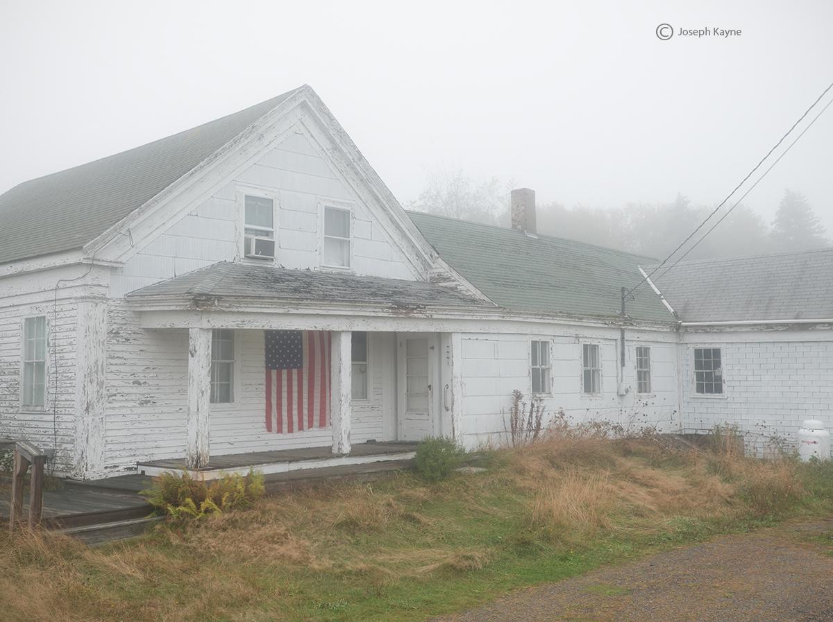 maine,farmhouse,fog, photo