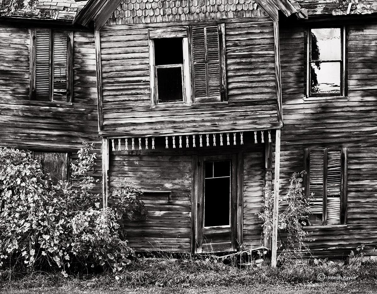 haunted,house,upstate,new,york,farmhouse, photo