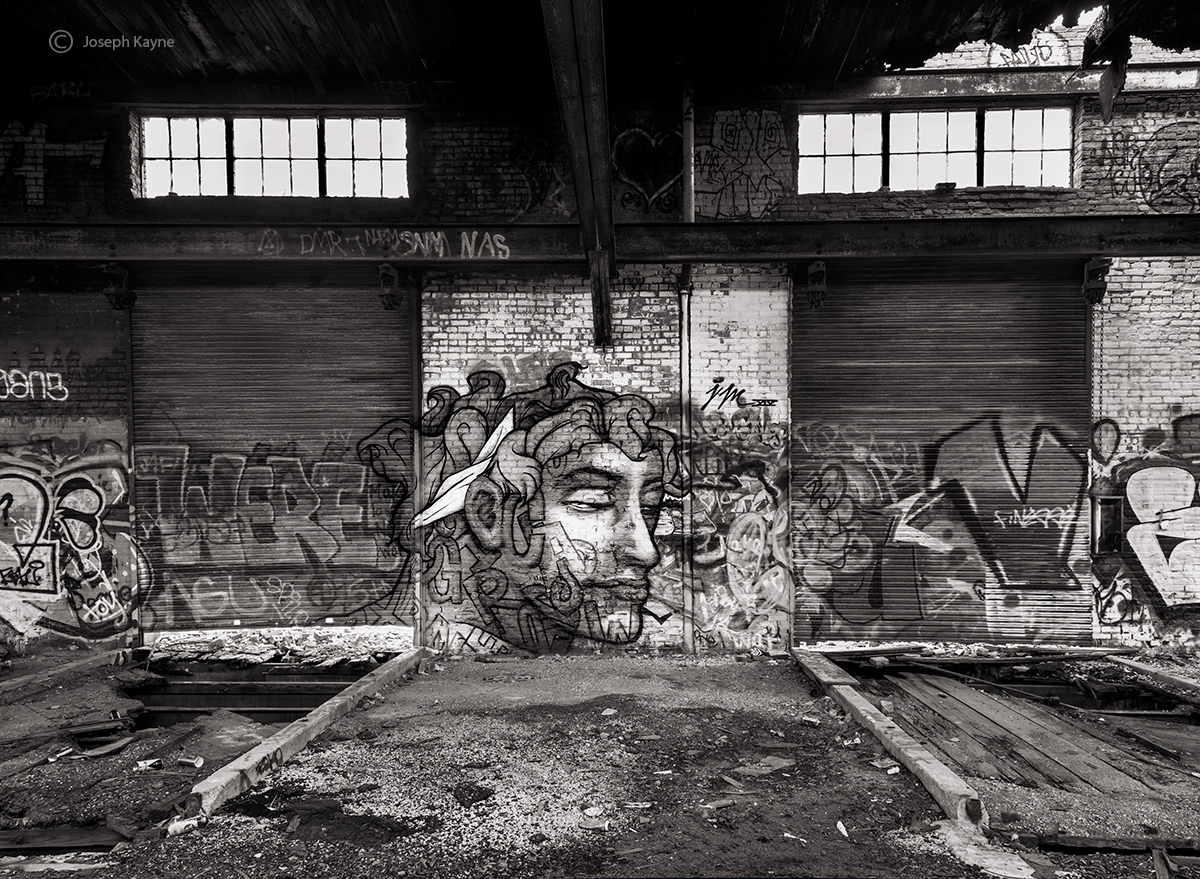 the-thinker,abandoned,warehouse,graffiti,chicago, photo
