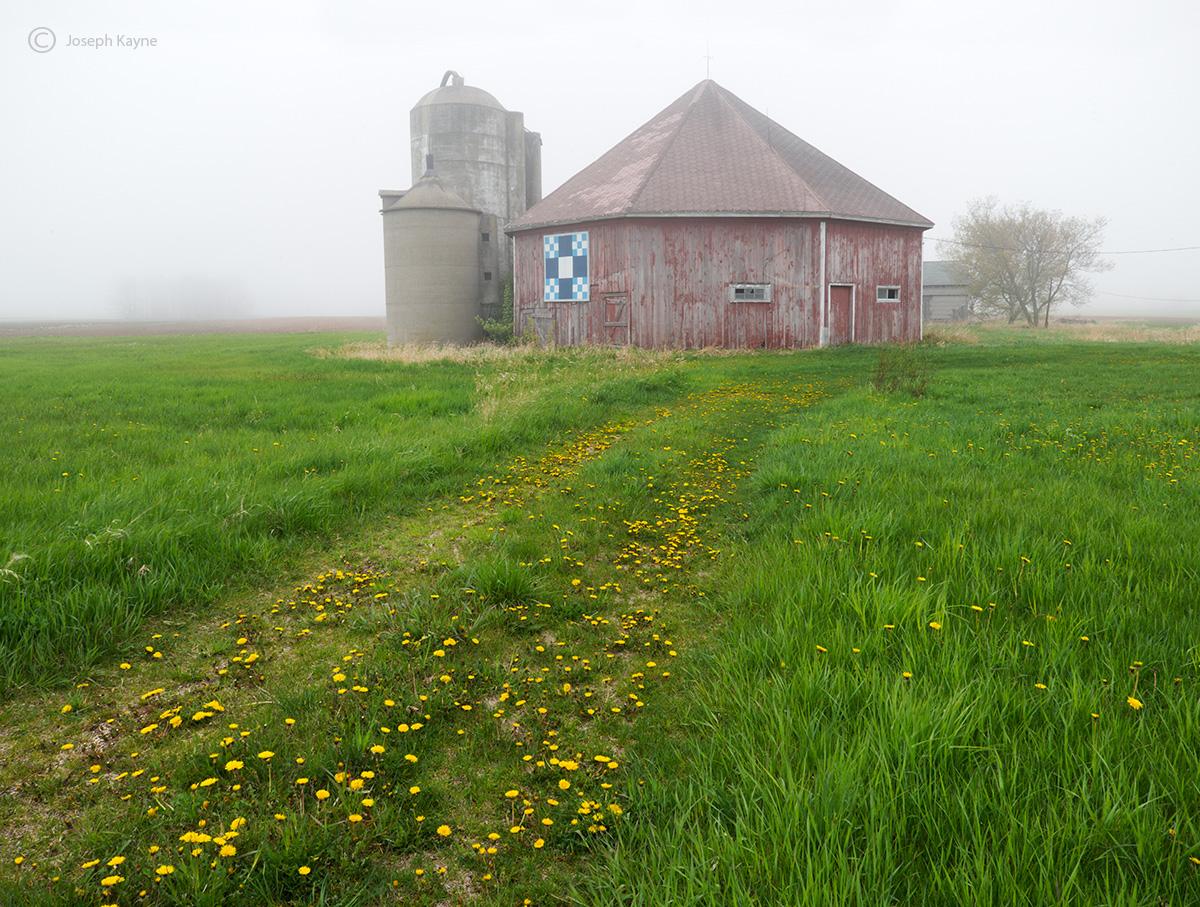 octagon,barn,foggy,morning,wisconsin, photo