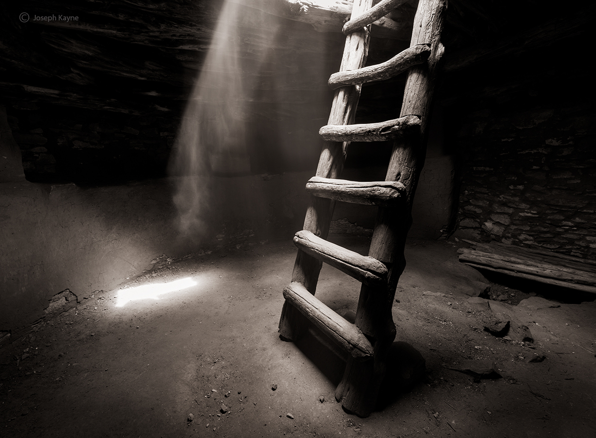 inside,the,kiva,colorado,plateau,ancient,ghost, photo