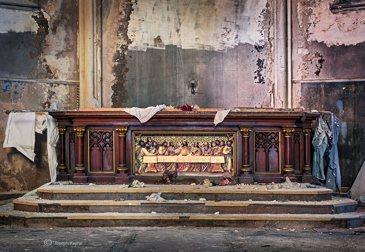 lost,supper,altar,abandoned,church,rust,belt, photo