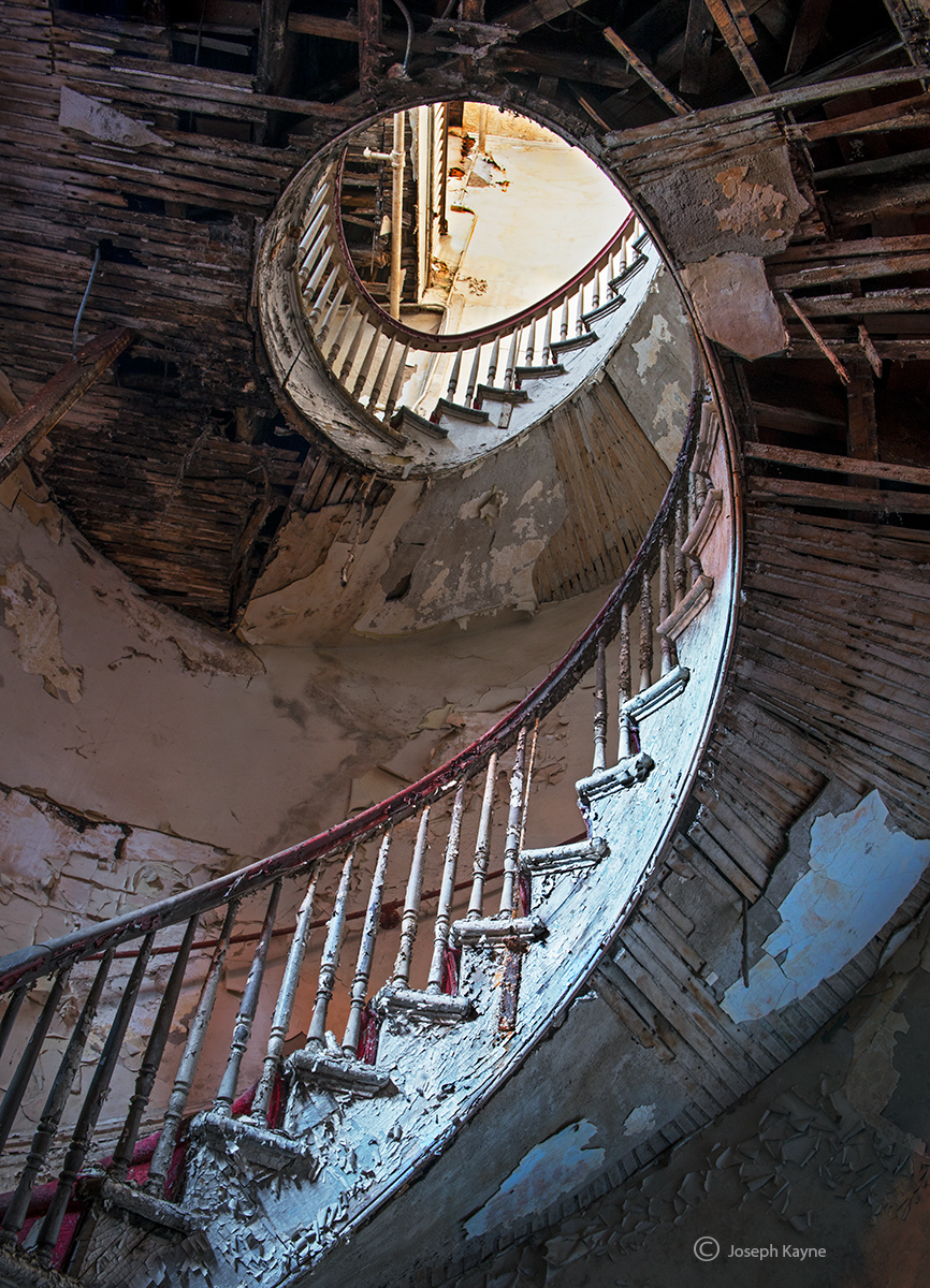 path,to,saint,peter,abandoned,faith,old,staircase, photo
