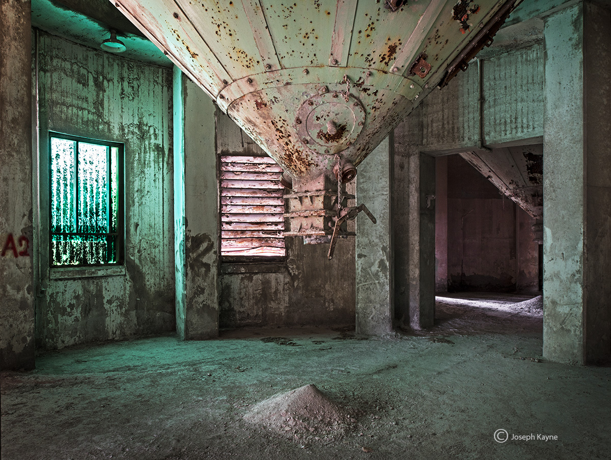 green,room,abandoned,cement,factory,rust,belt, photo